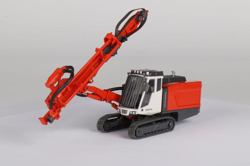 SANDVIK Surface Tophammer Drill Rig DP1500